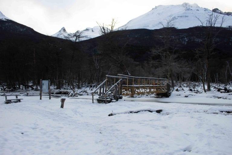puente amarillo camino al glaciar vinciguerra